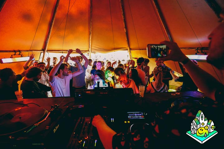 Festival-feesten-met-Zweedse-tenten
