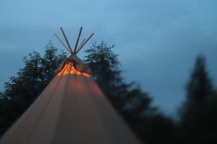 Nok-van-de-Zweedse-tenten-als-Schoorsteen