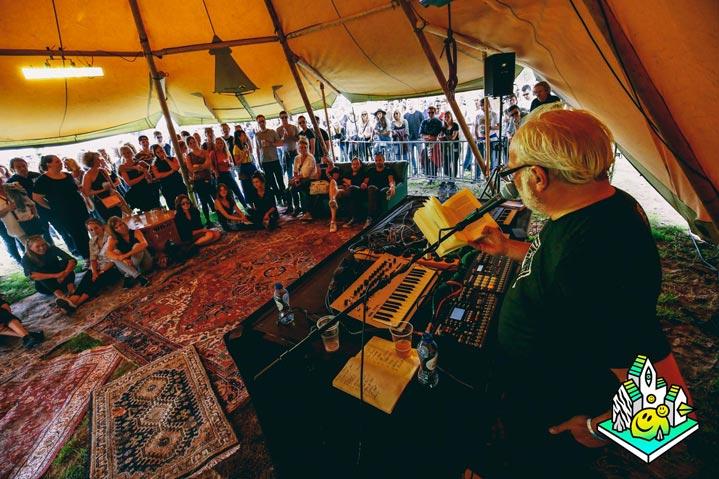 Stratus-72-op-een-festival