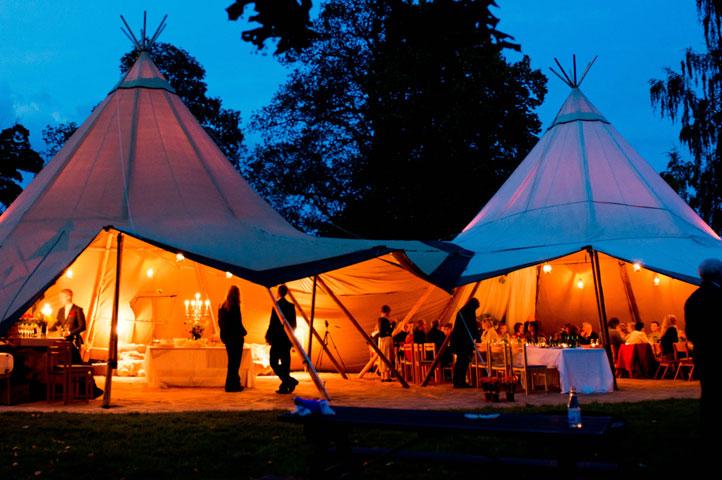 Bruiloft-met-gekoppelde-stratus-tenten