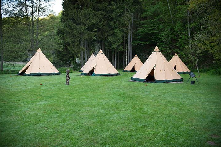 Opgezetten-tenten-voor-Nordic-Glamping