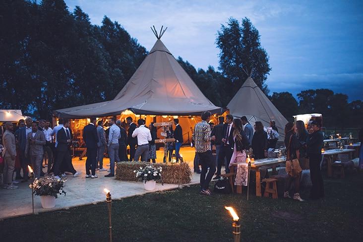 Trouwen-in-een-tent-Zweedse-tenten-buiten